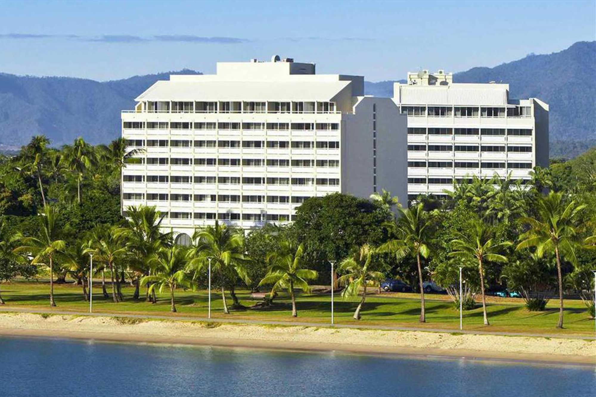 Holiday-Inn-Cairns-Harbourside